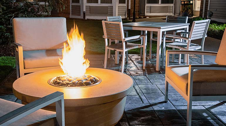 Country Inn & Suites Brookfield - Firepit